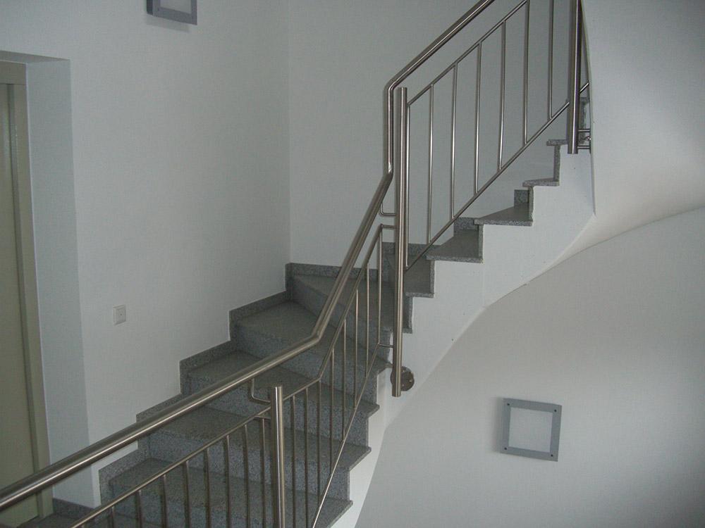 leipziger edelstahlbau und systemgel nder gel nder aus edelstahl treppen aus edelstahl. Black Bedroom Furniture Sets. Home Design Ideas